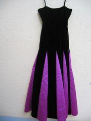 langes Kleid mit Tüllunterkleid von