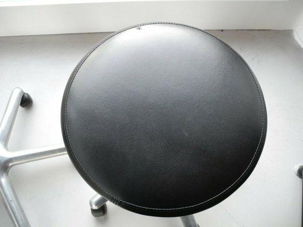 klassischer Praxis-Arzt-Stuhl