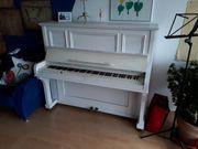 weißes Klavier - Hersteller und Alter