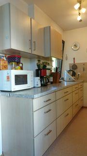 Einbauküche mit Herd Kühl-Gefrierkombination und