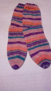 schön an gestrickte Socken Größe