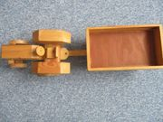 Holztraktor mit Anhänger