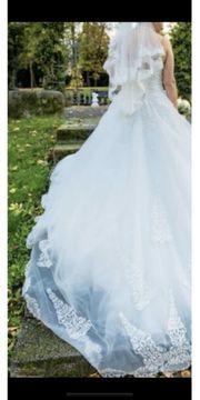 wunderschönes weißes Brautkleid