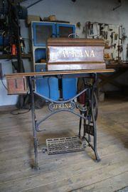Alte Antike Nähmaschinen von Afrana