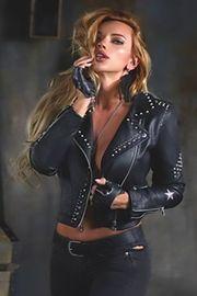 Mistress Serena am Domina Telefon -