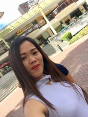 liebe fleißige und hübsche Filipina