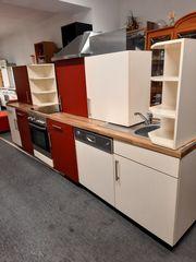 Küchenzeile mit E -Geräte