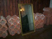 Schicker alter Spiegel mit goldenem