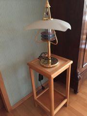 Tischlampe mti aussergewöhnlichem Design Abstelltisch