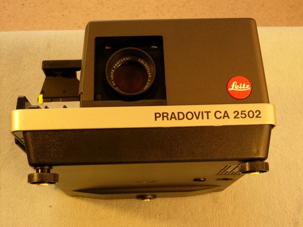 Profi Diaprojektor Leica Pradovid CA2502