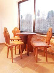 Holztisch und Stühle rustikal Massivholz