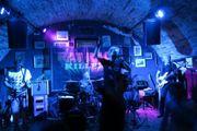 Münchner Rockband sucht Bassisten in