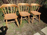 3 robuste Stühle mit Sitz