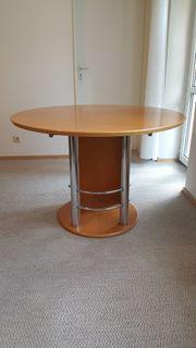 Ausziehbarer Tisch und 4 Stühle