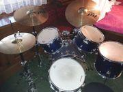 Gut erhaltenes Schlagzeug der Marke
