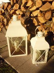 zwei Laternen Glas Metall wollweiß