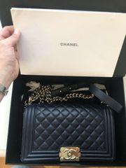 Chanel Boy Tasche Medium Dunkelblau