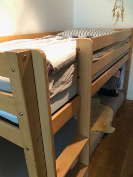 Stabiles Naturholz-Hochbett mit hochwertigem Lattenrost: Kleinanzeigen aus München - Rubrik Kinder-/Jugendzimmer