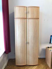 Kleiderschrank Hochschrank aus Holz mit