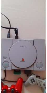 Sony Playstation mit 2 Kontroler