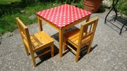 Kindertisch mit 2 Kinderstühlen