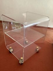 Rollwagen aus durchsichtigem Plexiglas