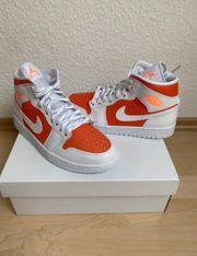 Air Jordan 1 Mid Bright
