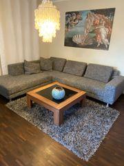 Sehr gut erhaltene Couch von