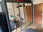 Schwebetürenschrank grau Kleiderschrank Spiegeltüren