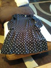 Ein Mädchen Fest Kleid
