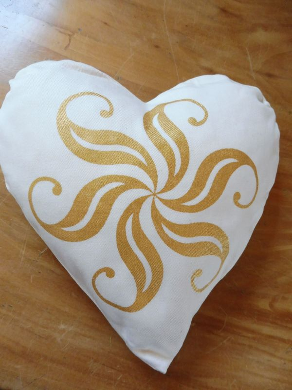 Kirschkernherz schöner Golddruck auf weißem