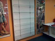 Regalwand Warenpräsentation mit Glasböden