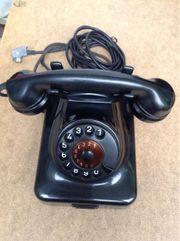 Altes schwarzes Wählscheibe Telefon Retro