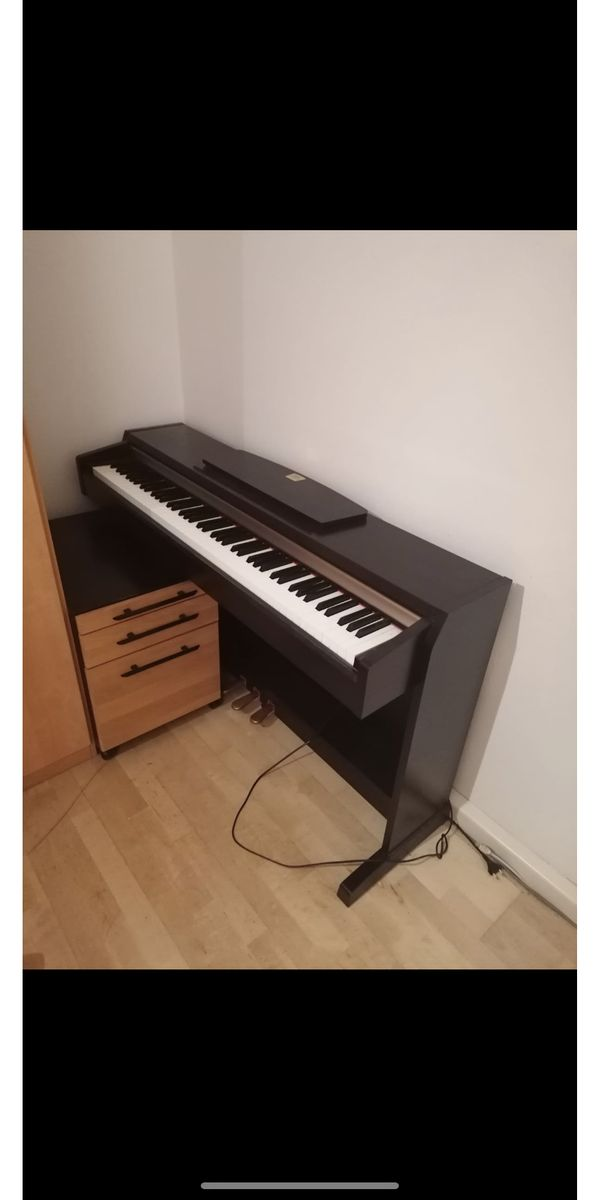Klavier Clavinova CLP-220