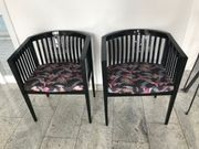 2 Stühle schwarz glänzend mit