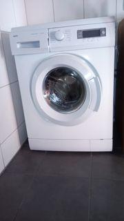 Bettcouch und Waschmaschine