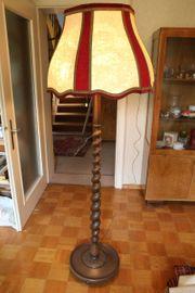 Massive Stehlampe mit Holzfuß