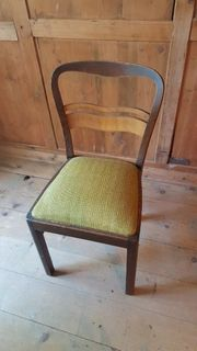 4 Vollholz-Stühle