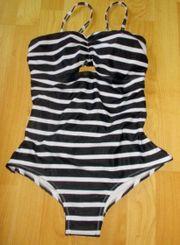 Toller Badeanzug Gr 40 schwarz-weiß