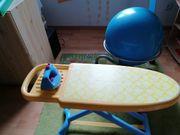 Kinderbügelbrett mit Bügeleisen