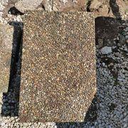 Pflastersteine Gehwegplatten und Kies zu