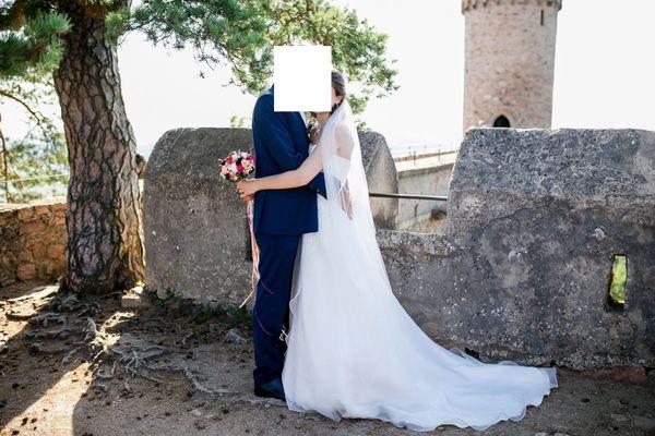 Hochzeitskleid muss Kinderwagen weichen