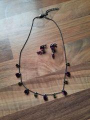 Halskette mit Ohrringen
