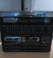 Stereoanlage mit Kassetten- und Plattenspieler