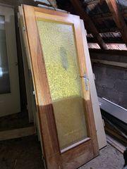 Verschiedene alte Zimmertüren aus Holz