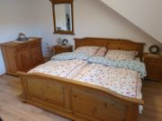 Hochwertiges Schlafzimmer Landhaus Stilmöbel massiv
