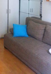 Schönes großes Sofa zum ausziehen