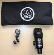 2 Gitarrenverstärker Mikrofone AKG P4
