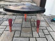 Kleines Tischchen aus Kunststoff ikea