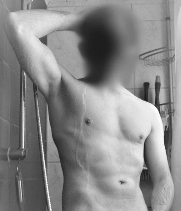 Erotikdarstellerin für private anonyme Drehs